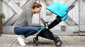guides of light compact stroller