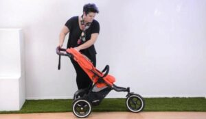 guides on opening a foldable stroller
